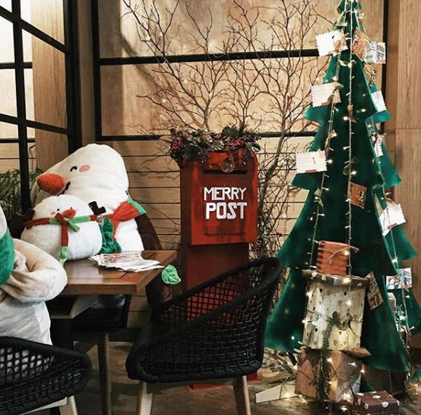 Trang trí Noel quán trà sữa độc đáo và hút khách nhất